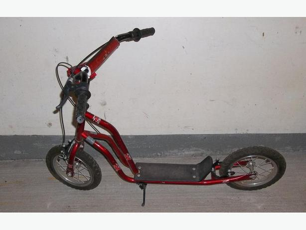 "FS RED SCOOTER WITH RETRO FRAME AND 12"" TYRES"