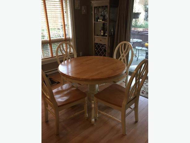 kitchen table, 4 chairs, hutch/buffet