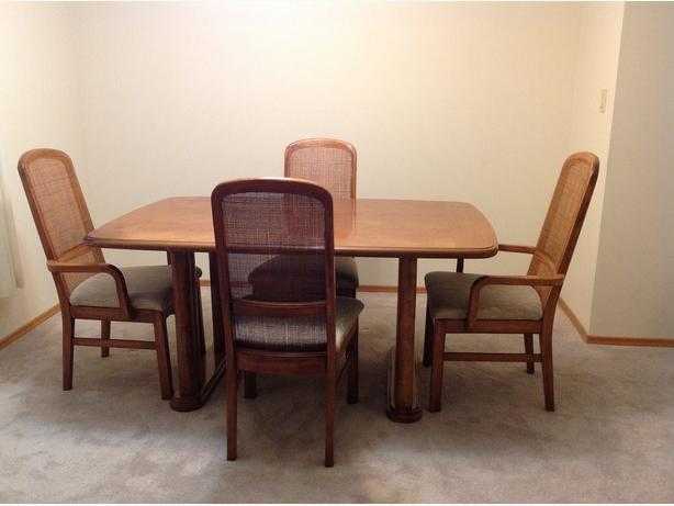 dining room table and 4 chairs north saanich amp sidney