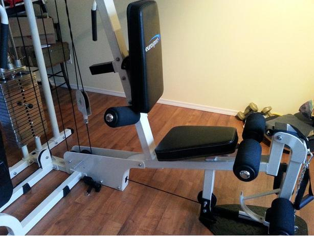 HOME GYM EQUIPMENT / CHAIR-STAIRLIFT