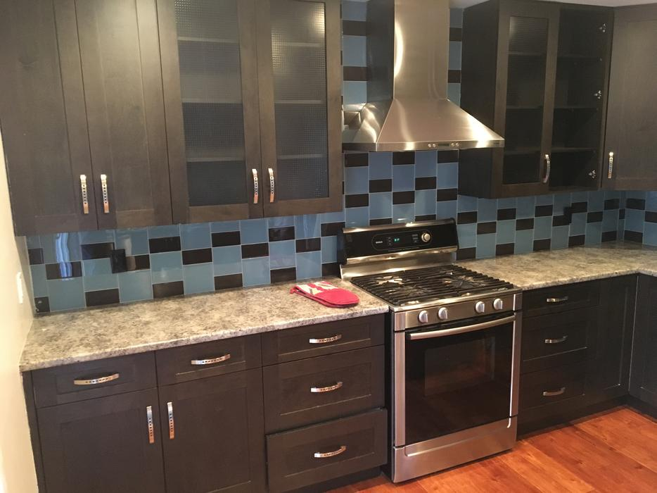 Used Medium Sized Kitchen Setup In Great Condition West