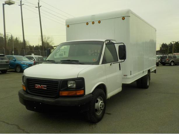 2007 GMC Savana G3500 16 Foot Cube Cargo Van