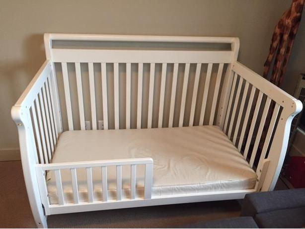 Convertible White Crib Da Vinci 4 In 1 With Mattress
