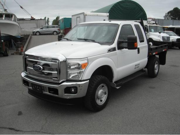 2011 Ford F-350 SD XLT SuperCab Flat Deck Utility Truck 4WD