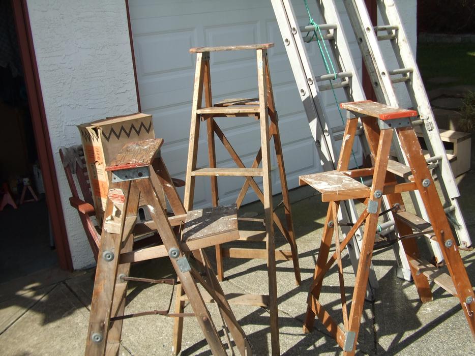 4 ft and 5 ft wood step ladder 12 ft aluminum extension ladder courtenay courtenay comox. Black Bedroom Furniture Sets. Home Design Ideas