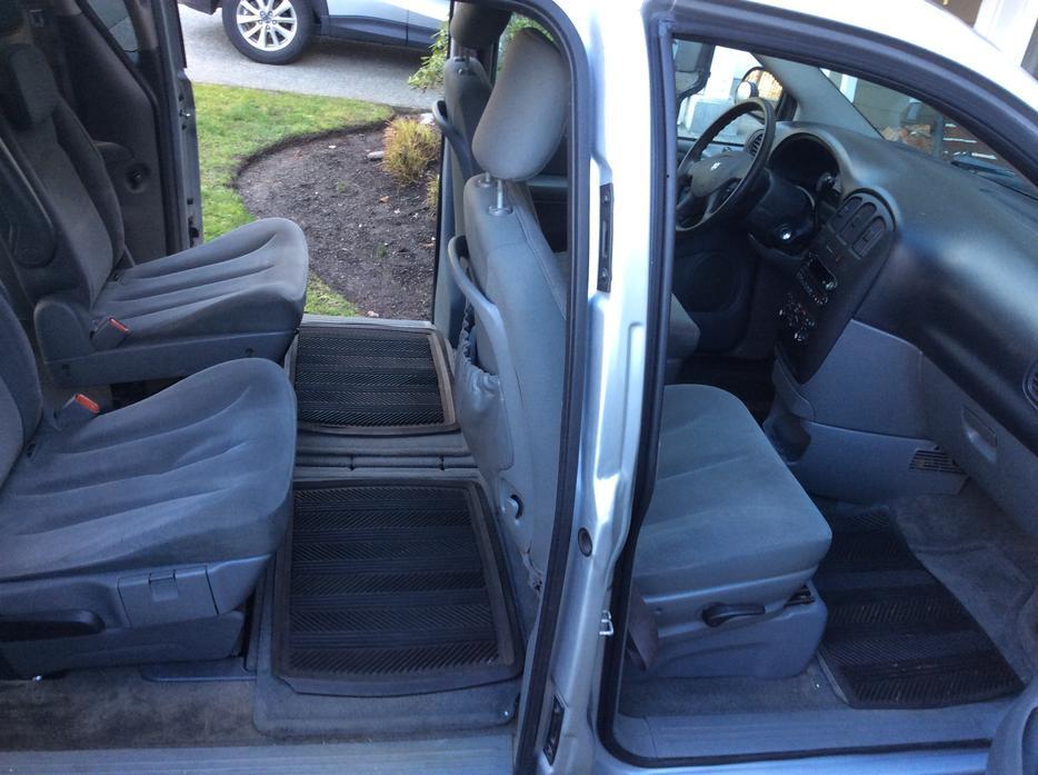 dodge grand caravan 2007 van with stow n 39 go seating central saanich victoria. Black Bedroom Furniture Sets. Home Design Ideas