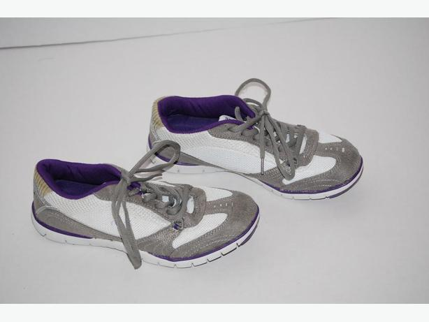 womens running/walking shoes