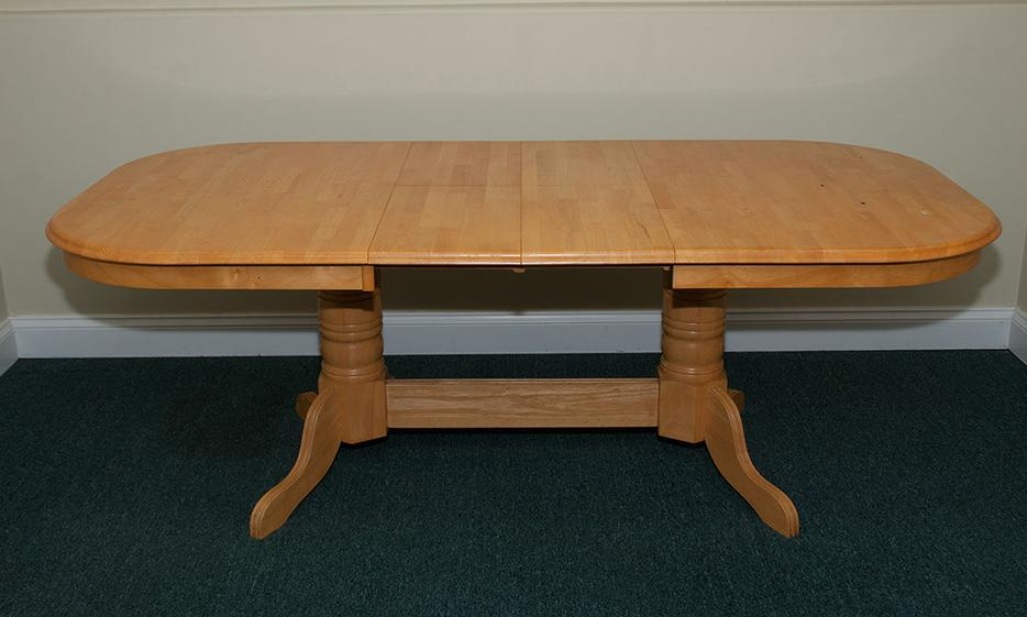 Dining room table black creek courtenay comox for Dining room tables kelowna