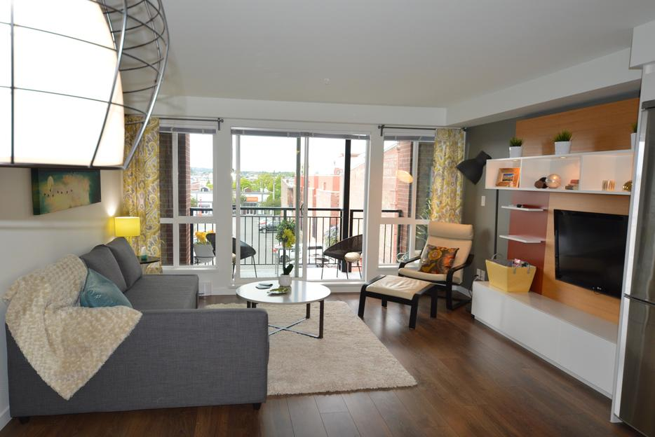 Harbour Breeze Luxurious Condo From Cad Night