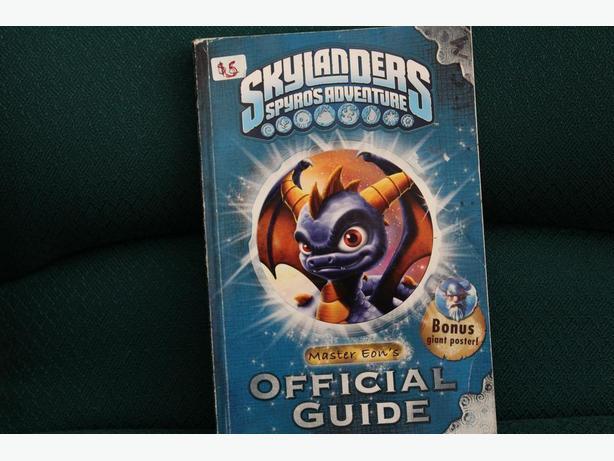 SKYLANDERS BOOK/ CARDS