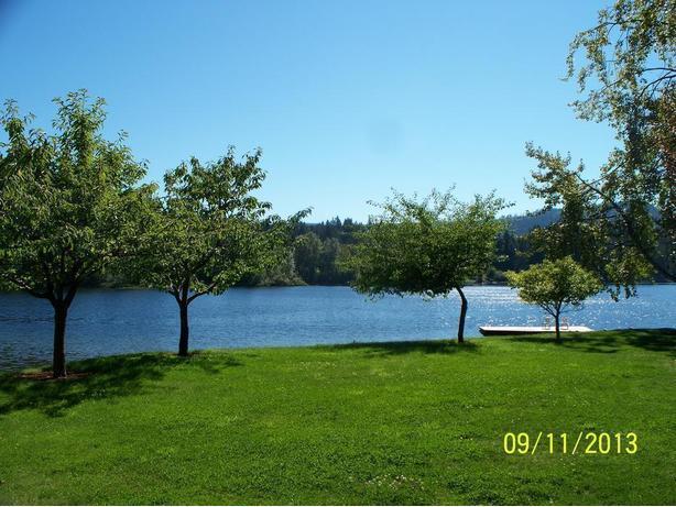 Rare Shawnigan Lakefront