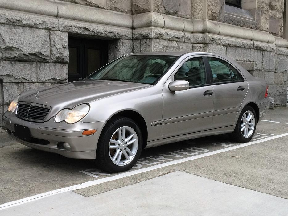 2003 mercedes benz c240 victoria city victoria for Mercedes benz bay ridge