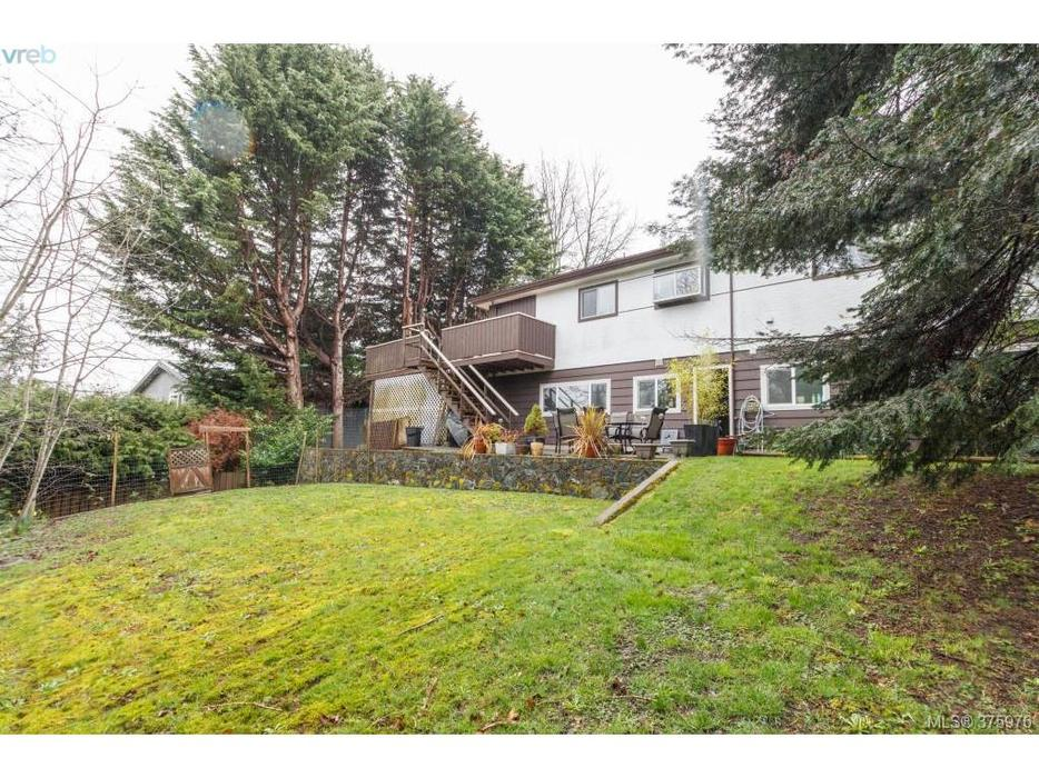 2733 sqft 7 bedrooms with a 4 bedroom suite swan lake for 7 summerland terrace