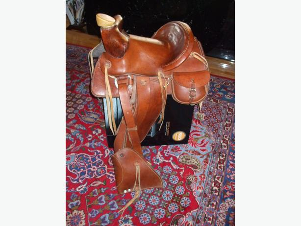 NEW UNIQUE WESTERN STYLE HORSE SADDLE