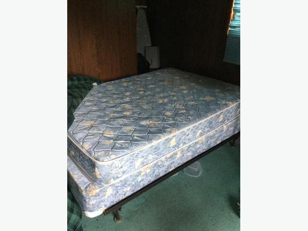Good Queen Size Bed Duncan Cowichan