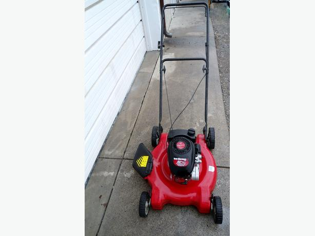 YARD MACHINE GAS LAWNMOWER