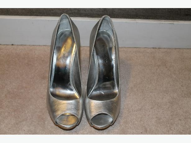Nine West Silver Leather peep toe heel