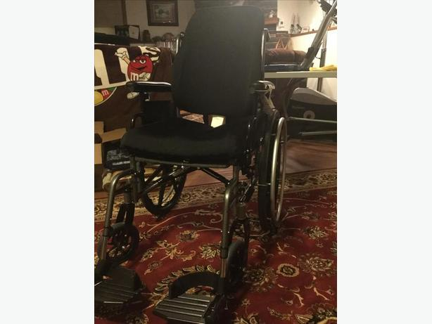 WHEELCHAIR – used only 5 months
