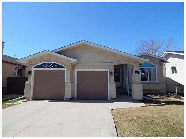 Beautiful Well Kept Southdale Bungalow