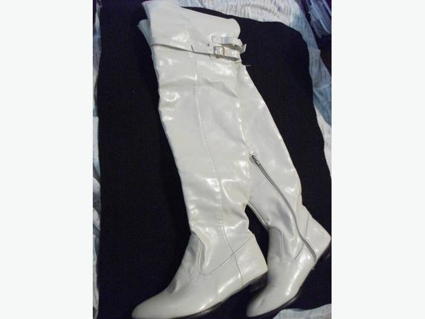 NEW WOMEN'S WHITE  BUCKLED BOOTS
