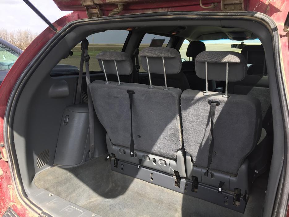 2007 dodge grand caravan with stow and go seats rural regina regina. Black Bedroom Furniture Sets. Home Design Ideas