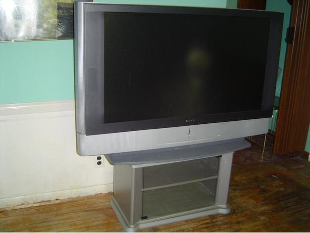 SONY 50 INCH PROJECTION TV AND STAND