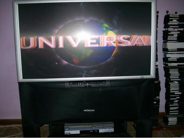 47 INCH HITACHI PROJECTION COLOR TV