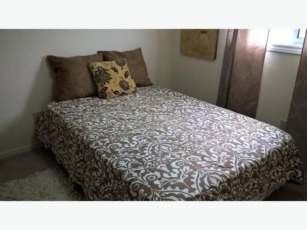 DELIVERY AVAILABLE! Double/Full Bed for sale