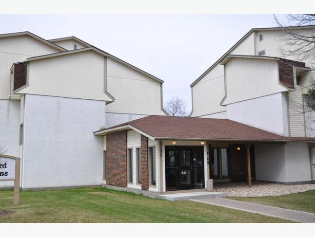 2 bedroom condo 15-35 Wynford Drive