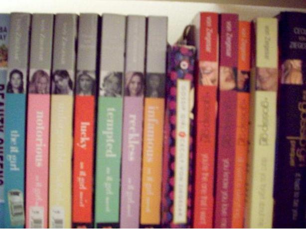 13 Gossip Girl and The It Girl books