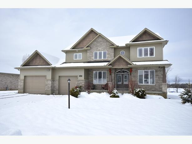 GORGEOUS 4 BDRM CUSTOM HOUSE - MOVE-IN READY - MAPLE FOREST ESTATE