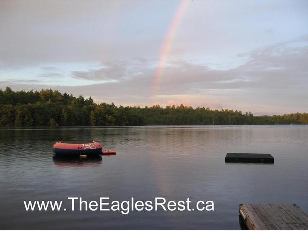 """""""FISHERMAN SPECIAL"""" Pet friendly water front Cabin rental on the Madawaska River"""