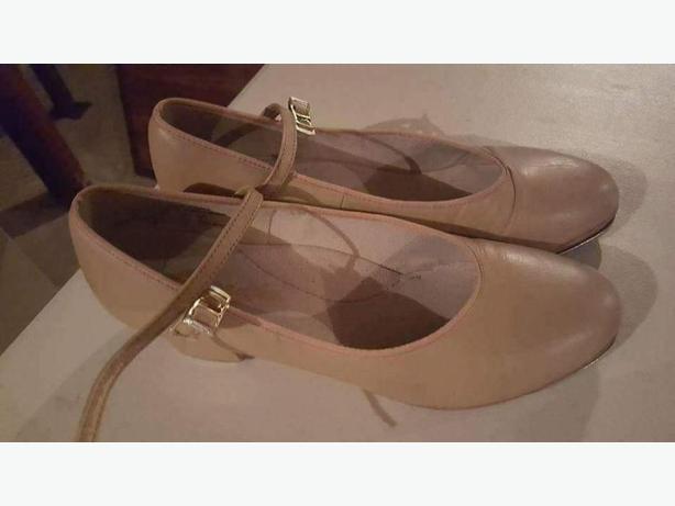 Tap Shoes Capezio tan leather 7.5