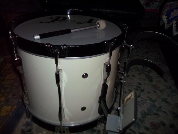 "Vintage Pearl Marching Percussion 18"" White Drum"