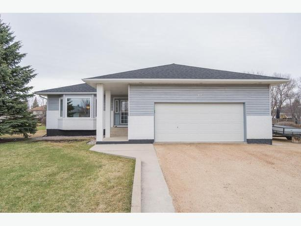 Meticulously Maintained Bungalow in Oakbank -Jennifer Queen