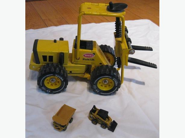 COLLECTIBLE TONKA FORKLIFT