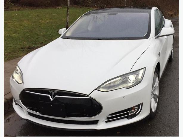 2014 Tesla Model S 699 BI/W