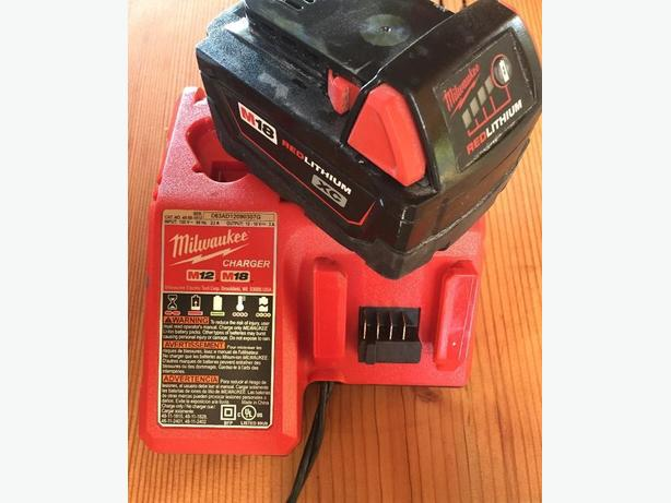 Millwaukee Starter Kit Charger w/ M18 XC Battery