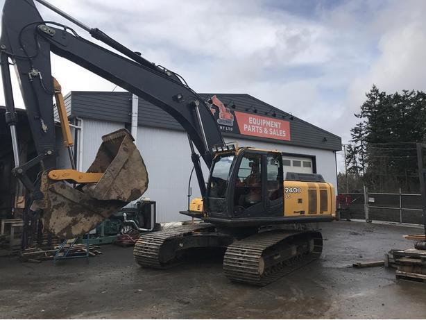 John Deere 240D LC Excavator