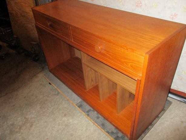 GRAMAS ESTATE TEAK DISPLAY / COUNTER TOP