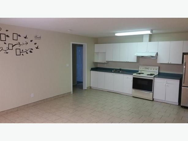 2 bedroom 1 bath rental NEAR hospital in GREAT neighborhood AVAILABLE April 1st