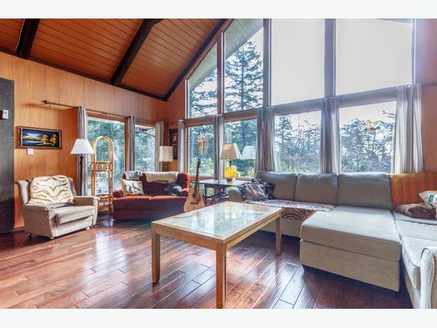Retire or invest in Beautiful Vancouver Island!  Gorgeous Home on 2 Acres!