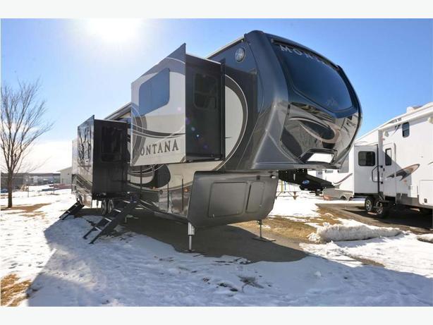 2017 KEYSTONE RV Montana 3730FL