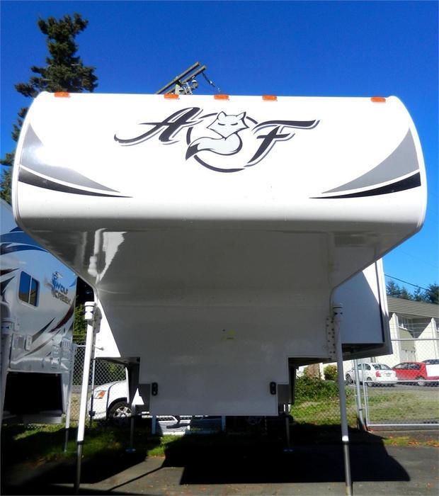 2016 Arctic Fox 992 With Fox Landing Rugged 4 Season