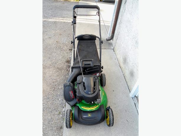 JOHN DEERE SELF PROPELLED LAWNMOWER