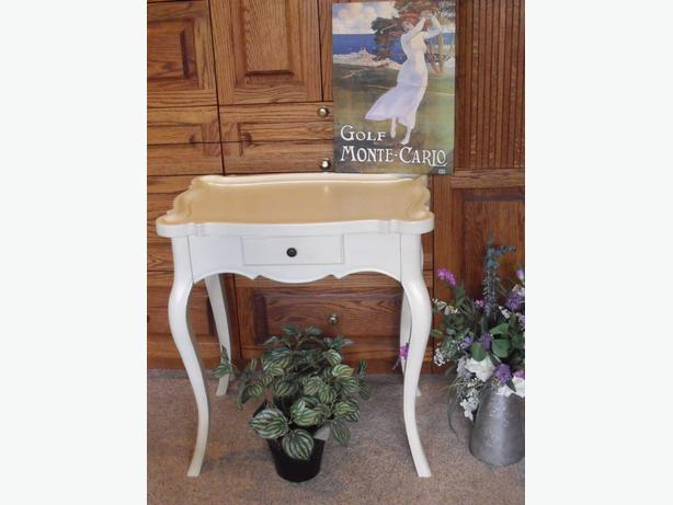 WHITE FRENCH PROVINCIAL WOOD TABLE (Reduced)