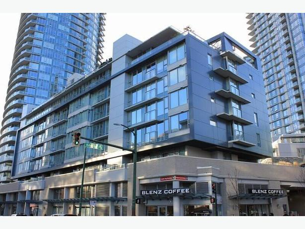 Fully Furnished Downtown Vancouver Condo - One Bedroom Plus Den #597