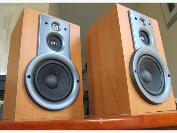 YAMAHA NX GX500 STEREO BOOKSHELF SPEAKERS NICE SOUND