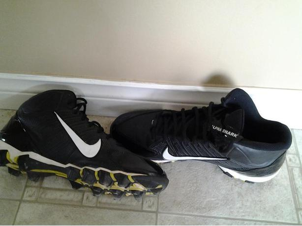 Size 10.5 Men's Nike Soccer Cleats