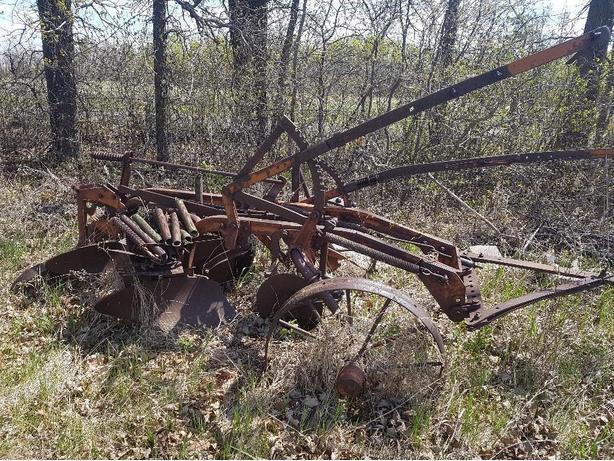 2 blade vintage plow